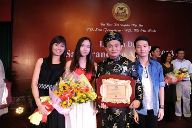 Gia đình hạnh phúc của NSƯT Xuân Hinh.