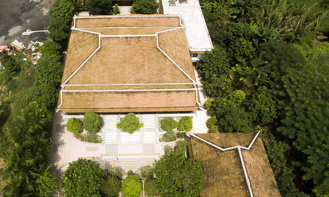 Khu nhà chính của biệt phủ nhìn từ trên cao