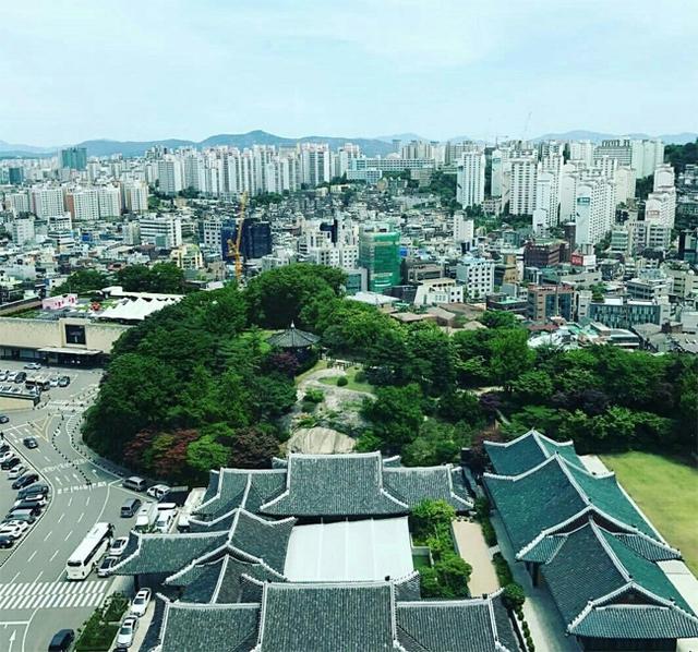 Một ngày trước đám cưới Song Hye Kyo, khách sạn Shilla căng bạt kín mít