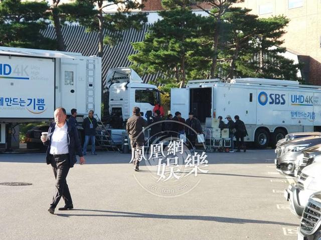 Vài giờ trước lễ cưới, nhiều đơn vị truyền thông lớn của Hàn Quốc đã có mặt bên ngoài khách sạn. Ảnh: Phượng Hoàng.