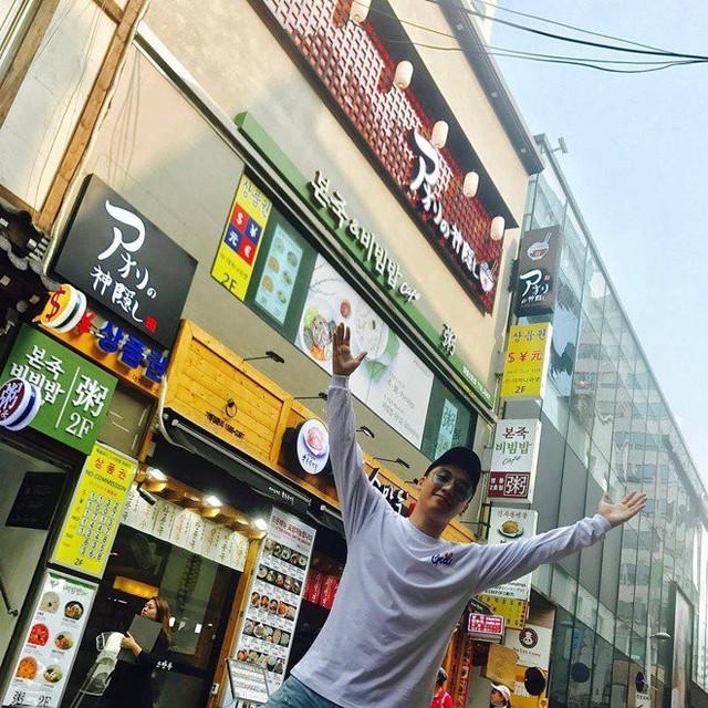 Sau chuyến ghé thăm Việt Nam vào cuối năm 2016, em út Seungri của nhóm nhạc đình đám Hàn Quốc Big Bang đã nhận được món quà đầy bất ngờ từ gia đình người bạn thân - doanh nhân Denis Đỗ là một căn hộ sang trọng tại Hà Nội. Tiếp đó, anh chàng lại chuẩn bị đầu tư đưa chuỗi thương hiệu mình sở hữu tới Hà Nội bằng một nhà hàng trong năm nay.