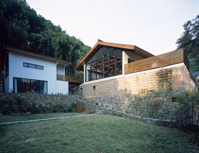 """Biệt thự này được gọi là """"Ngôi nhà một nửa"""", tọa lạc trên một sườn núi ở tỉnh Chiết Giang, Trung Quốc."""