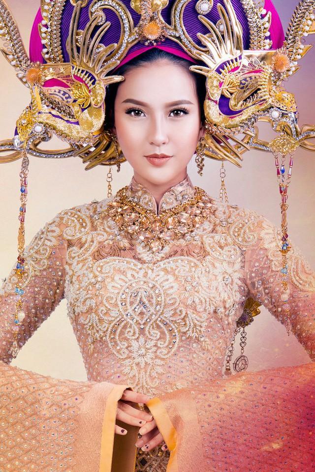 Theo nhà thiết kế Lê Long Dũng, Nam Phương Hoàng Hậu là người đại diện sắc đẹp của người phụ nữ Việt Nam, lại tiếp cận với nền văn hóa phương Tây từ khá sớm nên ở bà vừa mang nét truyền thống, vừa hiện đại, vừa đầy quyền lực.