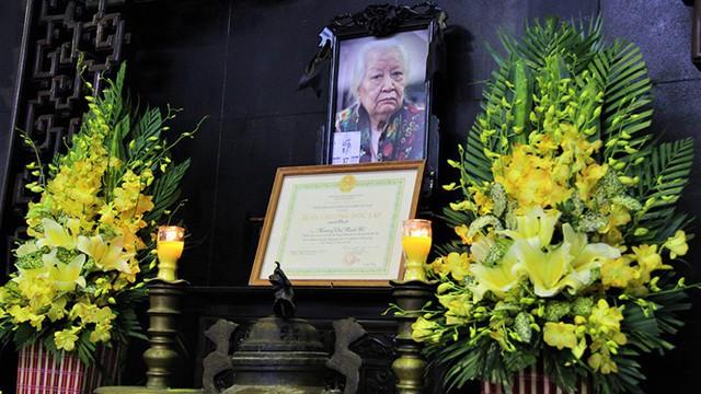 Lễ tang cụ Hoàng Thị Minh Hồ được tổ chức trang trọng theo nghi thức cấp cao