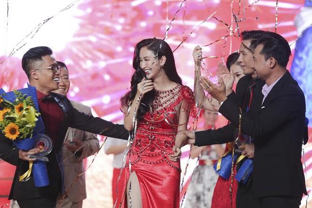 Trở về từ cuộc thi Hoa hậu Trái đất, Hà Thu đăng quang Tình Bolero. Ảnh: Khang.