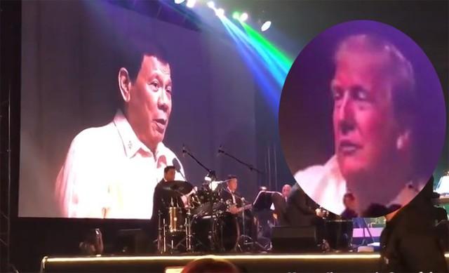 Trong khi Tổng thống Philippines hát, Tổng thống Mỹ chăm chú lắng nghe.