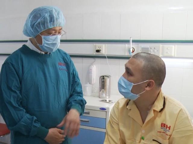Bệnh nhân may mắn được ghép tế bào gốc không cùng huyết thống. Ảnh: BVCC.