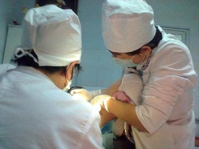 Các bác sĩ quyết định chấm dứt thai kỳ để có thể cứu sống được sản phụ