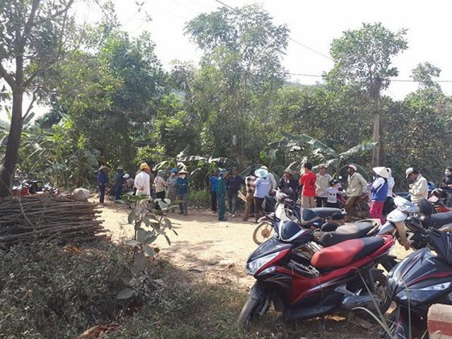 Khu vực bãi rác, nơi phát hiện ra thi thể cháu bé. Ảnh: Nguyễn Dương.