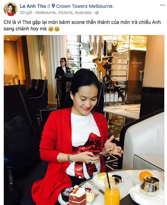 Anh Thơ cập nhật hình ảnh cô đang vui vẻ thưởng thức trà tại Úc