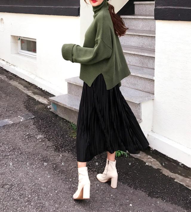 Áo len và chân váy: kết hợp thế nào để vừa ấm áp vừa gợi cảm, nữ tính trong đông này