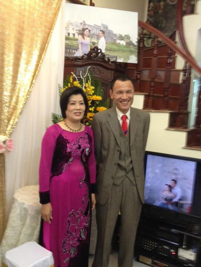 Cô Trịnh Thu Hà (mẹ kế của Ngọc) và chồng (bố của Ngọc)