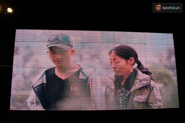 Những hình ảnh của Thắng và mẹ Hoa được chương trình Điều ước thứ 7 ghi lại tại bệnh viện K trong lúc cậu đang điều trị bệnh ung thư tại đây.