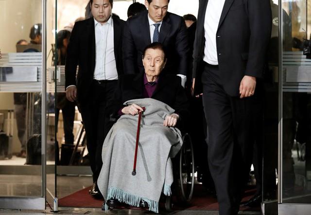 Nhà sáng lập 95 tuổi của Lotte bị tuyên án 4 năm tù vì tham nhũng