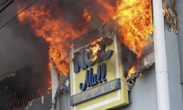 Cháy trung tâm mua sắm ở Philippines, gần 40 người chết