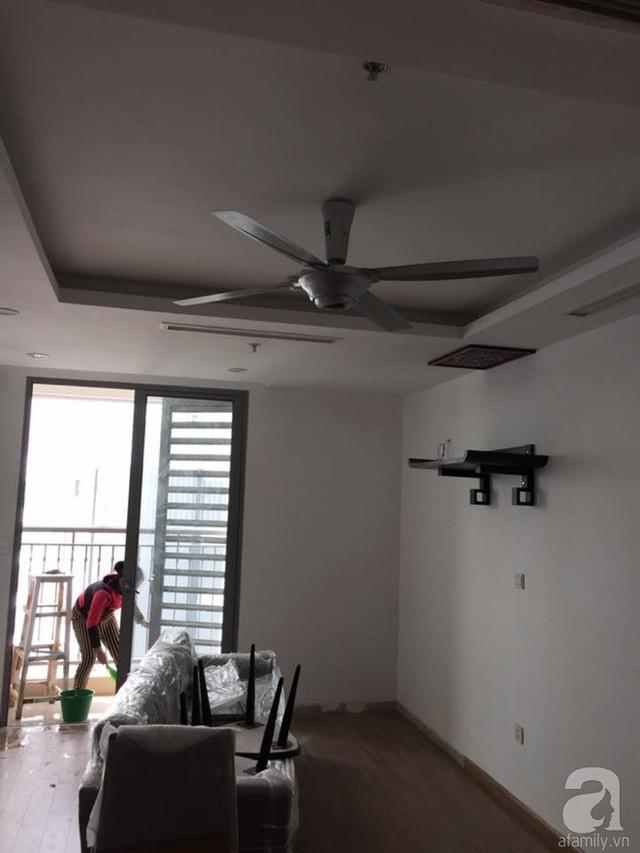 Căn hộ rộng gần 72m2 được thiết kế sẵn trần thạch cao, sơn tường màu cơ bản và lát sàn gỗ.
