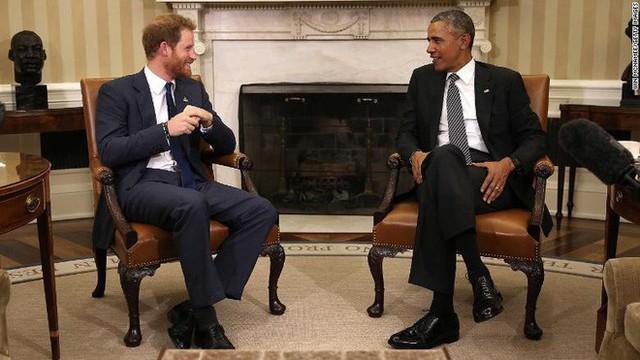 Được hỏi liệu có mời ông Obama dự lễ cưới, hoàng tử Harry chứng tỏ bản lĩnh bằng câu trả lời không thể khéo hơn