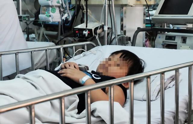 Bệnh nhi 6 tuổi buộc phải cắt thùy dưới phổi đề gắp dị vật ra ngoài. Ảnh: Phú Mỹ.