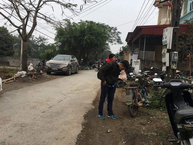 Con đường dẫn vào căn nhà xảy ra vụ án mạng đau lòng.