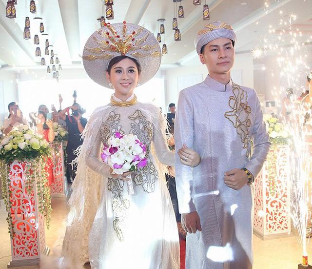 Lâm Khánh Chi cùng ông xã kém 8 tuổi trong tiệc Tân hôn tại Bà Rịa - Vũng Tàu (28.12). Ảnh NVCC.