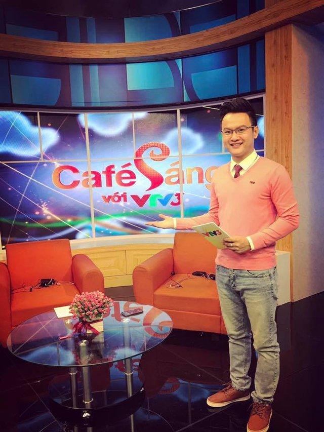 MC Bùi Đại Dương trong buổi ghi hình chương trình Cà phê sáng VTV3.
