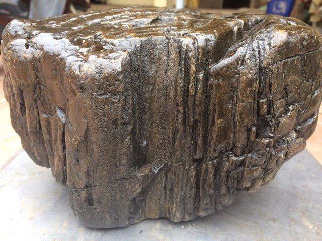 Điều đặc biệt, khối gỗ ngọc am này có thể đổi màu.