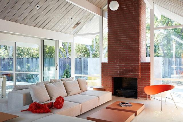 Các thanh mái được sử dụng từ những tấm gỗ lớn chắc chắn được chủ nhân thu mua từ một nhà xưởng có danh tiếng tại California.