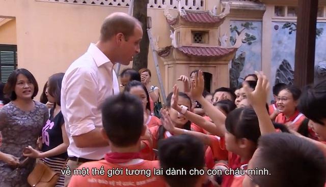 Một vài hình ảnh đáng nhớ trong chuyến thăm Việt Nam hồi cuối năm ngoái của hoàng tử Anh.