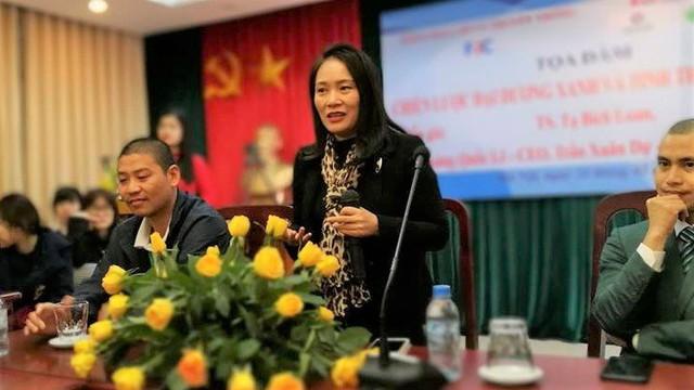 Nhà báo Tạ Bích Loan có buổi tọa đàm với các sinh viên sáng 24/2 trên cương vị mới. Ảnh: Cường Nguyễn.