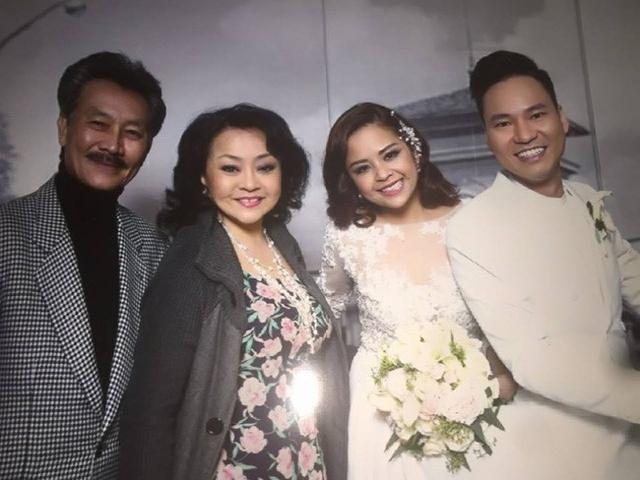 Và vợ chồng nghệ sĩ Việt Hương tại đám cưới ca sĩ Đình Bảo.