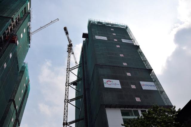 Tháp B Khu phức hợp The GoldView chuẩn bị cất nóc vào ngày 12/3/2017.