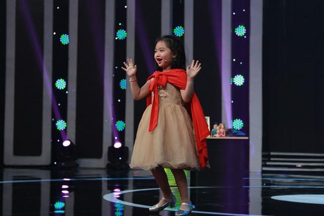 Bé Minh Khánh gây ấn tượng mạnh bởi khả năng diễn xuất, ca hát và nhảy múa. Ảnh: ĐQ.