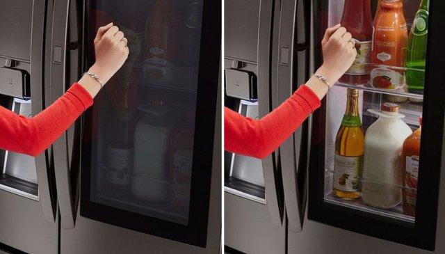 Chỉ cần gõ 2 lần lên kính, toàn bộ hình ảnh trong tủ sẽ hiện lên rõ ràng mà không cần mở tủ