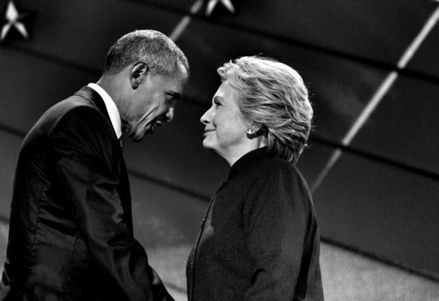 Obama là những người ủng hộ nhiệt thành cho chiến dịch tranh cử của Hillary Clinton, đối thủ cũ của ông năm 2008. Thậm chí ông còn đích thân đi vận động tranh cử ở nhiều bang cho bà. Ảnh: Washington Post.