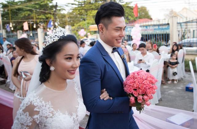Cả hai tổ chức đám cưới sau 7 năm yêu. Ảnh: Quang Trần.