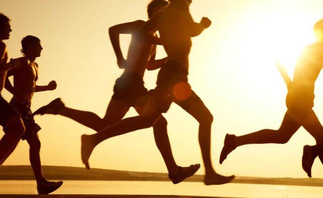 Đi bộ, chạy bộ, đạp xe, bơi lội, yoga là những môn thể thao được khuyến khích đối với người mắc chứng táo bón. Ảnh: BioSpace.com.