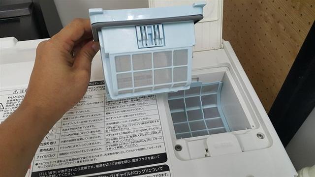Một chiếc máy giặt sấy nội địa của Nhật.