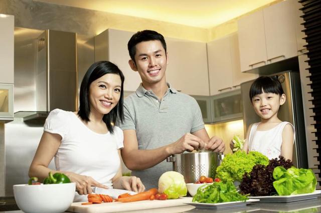 Chế độ ăn uống lành mạnh sẽ giúp bạn hạn chế axit dư thừa trong cơ thể và giúp gia đình sống khỏe mạnh hơn