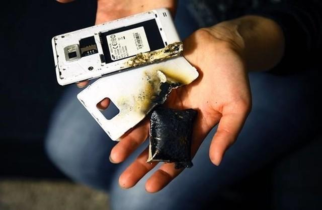 Để xảy ra tình trạng quá nhiệt, pin trên smartphone có thể phát nổ. Ảnh: Gizbot.