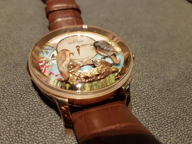 Trên thế giới chỉ có 8 chiếc đồng hồ Tổ Chim tương tự, được đánh số từ 1/8 đến 8/8. Ảnh: Quang Thắng.