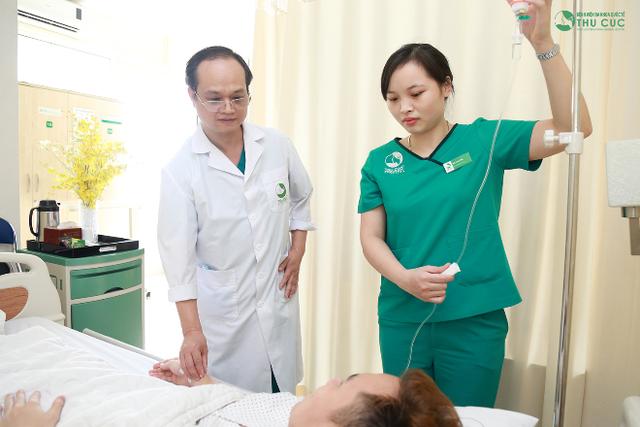 Bệnh nhân được chăm sóc đặc biệt sau mổ.
