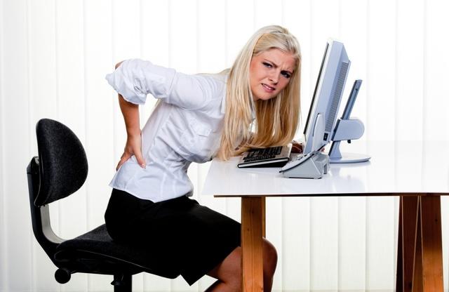 Bạn không nên ngồi quá nhiều nếu không muốn bệnh trĩ trầm trọng hơn ( ảnh minh họa)