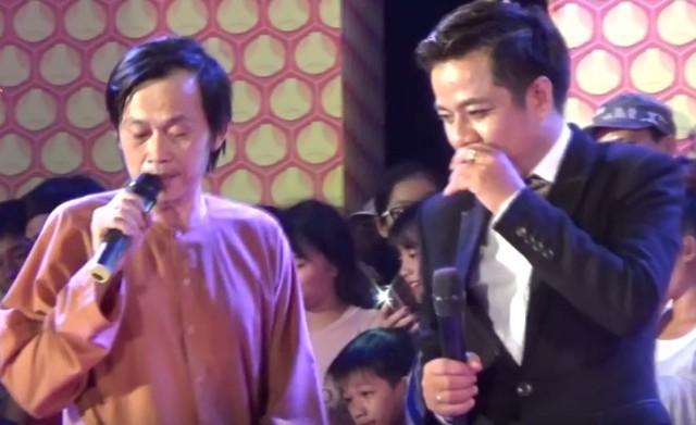 Nghệ sĩ Hoài Linh mong khán giả đừng chọi đá lên sân khấu. Ảnh: Cắt từ clip.