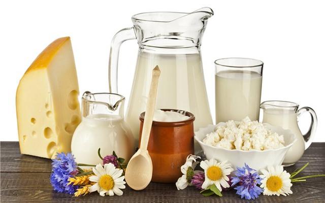 Thực phẩm từ sữa sẽ khiến bạn bị chướng bụng nếu uống trước khi tắm biển. Ảnh minh họa