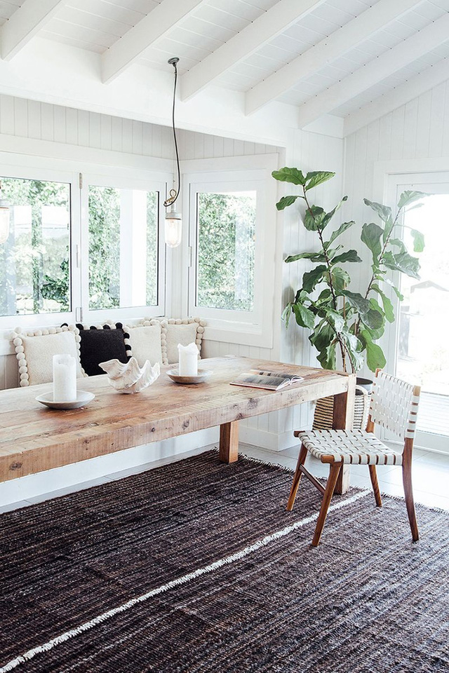 Tận dụng những hốc tường làm nơi lưu trữ, những góc khuất để chứa đồ, hay chỉ thêm một hai món đồ để tạo thành góc sinh hoạt tiện lợi đều là những cách hay bạn có thể áp dụng ngay cho căn bếp gia đình.
