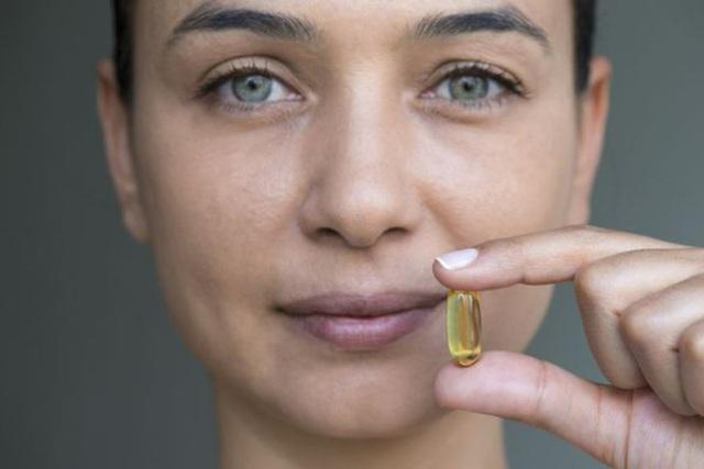 Những vết nhăn cũng cũng giảm hẳn, da mặt láng mịn hơn rất nhiều sau khi sử dụng vitamin E. (Ảnh: Internet)