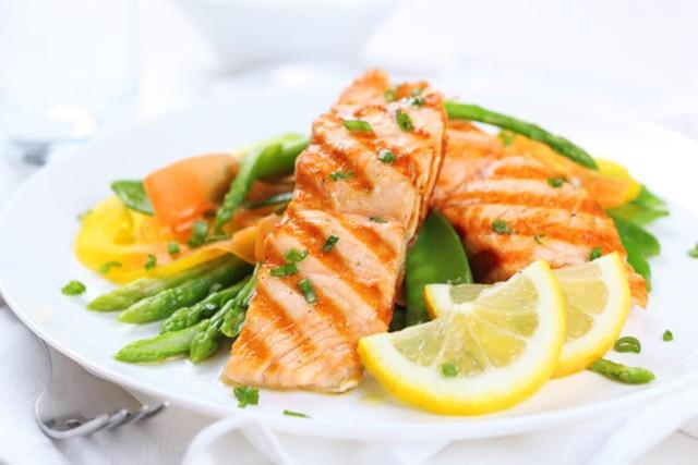 Ăn cá hồi 3 bữa/tuần giúp bạn ngủ ngon hơn