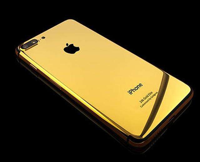 Mẫu iPhone 7 đặc biệt đầu tiên trong danh sách là của GoldGenie - công ty có trụ sở ở Anh nổi tiếng với việc gia công và chế tác các thiết bị công nghệ với kim loại quý. Khách hàng phải bỏ ra khoảng 70 triệu đồng để có iPhone 7 Plus mạ vàng 24K.