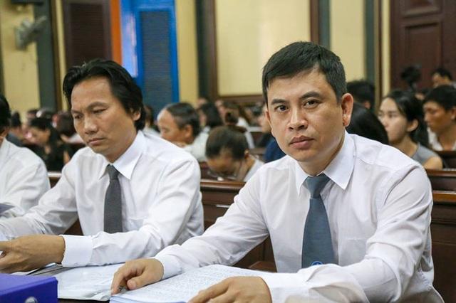 Luật sư Trần Thu Nam (bên phải) - một trong các luật sư bảo vệ hợp pháp cho ông Cao Toàn Mỹ.