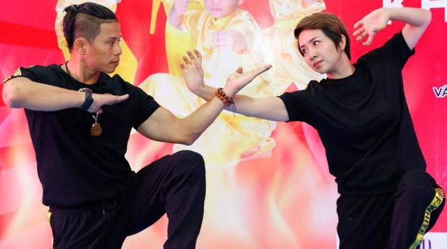 Thúy Hiền biểu diễn võ với đạo diễn võ thuật Bùi Văn Hải. Ảnh: Quốc Phong.